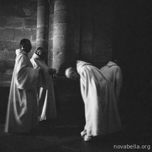 White-Monks (8)