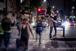 couple-hugging-in-the-street